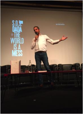 """Salon Suisse 10.09.2015:  """"Invent the Future with Elements of the Past"""": Adrian Notz, Direktor des Cabaret Voltaire, zeigt anlässlich der Buchvernissage die richtige Richtung von der Vergangenheit in die Zukunft. Merci STEO-Stiftung."""