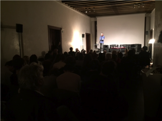 Christian Uetz mesmerizing the audience in Palazzo Trevisan